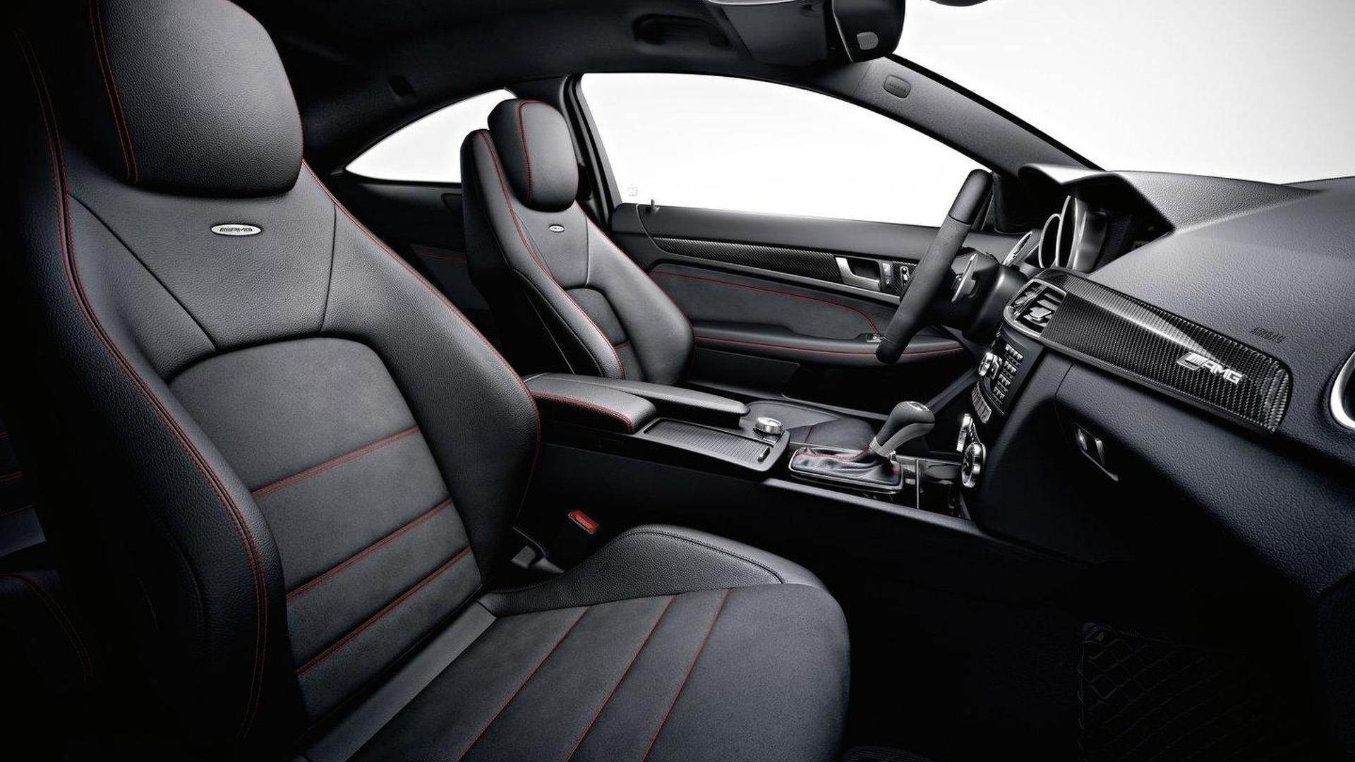 Mercedes Benz C63 AMG салон фото