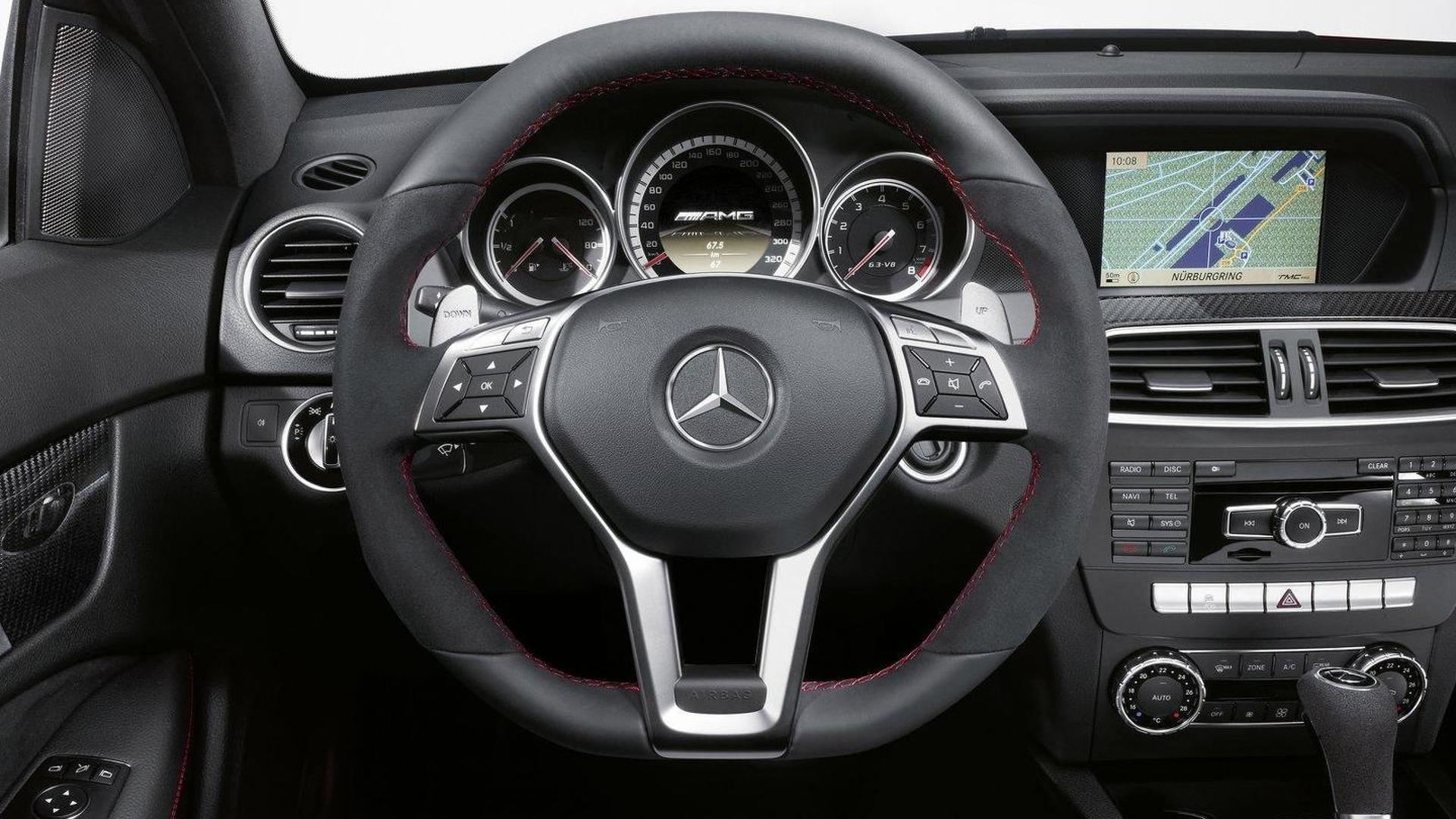 Mercedes Benz C63 AMG салон фото 3